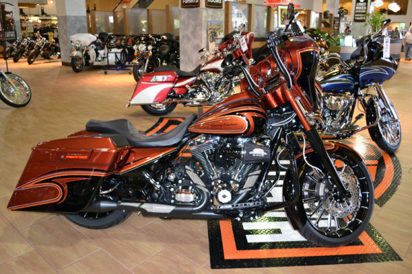 O S Custom Paints Painting Harleys Choppers Motorcycles 2017 Burnt Orange Black Street Glide